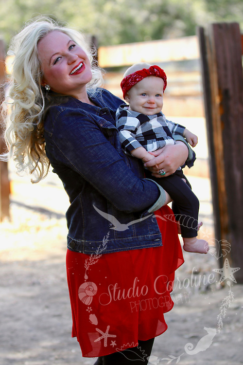 Holiday Family Photo with StudioCarolinePhoto. The Kelly Family Shane, Christi, Caleb & Hope spent a fun morning at Caspers Wilderness Park a special location for this rustic inspired Christmas shoot in the local wilderness. Holiday Family Photo with StudioCarolinePhoto. The Kelly Family Shane, Christi, Caleb & Hope spent a fun morning at Caspers Wilderness Park a special location for this rustic inspired Christmas shoot in the local wilderness.