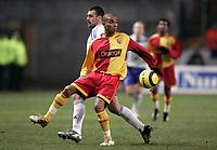 Fotball<br /> Frankrike 2004/05<br /> Lens v Strasbourg<br /> 29. januar 2005<br /> Foto: Digitalsport<br /> NORWAY ONLY<br /> BENOIT ASSOU EKOTTO (LENS) / MICKAEL PAGIS (STR) *** Local Caption *** 45001508