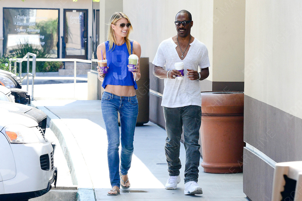 07.AUGUST.2013. LOS ANGELES<br /> <br /> EDDIE MURPHY OUT FOR A COFFEE RUN WITH GIRLFRIEND PAIGE BUTCHER<br /> <br /> BYLINE: EDBIMAGEARCHIVE.CO.UK<br /> <br /> *THIS IMAGE IS STRICTLY FOR UK NEWSPAPERS AND MAGAZINES ONLY*<br /> *FOR WORLD WIDE SALES AND WEB USE PLEASE CONTACT EDBIMAGEARCHIVE - 0208 954 5968*