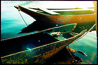 Trancoso/Bahia - pequenos barcos de pescadores na praia de Caraíbas, próxima a Trancoso. Foto: Daniel Deák - small fishers boats in Caraíbas beach, Trancoso, Bahia, Brazil. Photo: Daniel Deák
