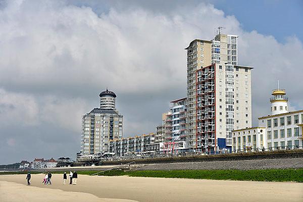 Nederland, Vlissingen, 14-9-2014 Hoogbouw aan de boulevard en het strand van Vlissingen. FOTO: FLIP FRANSSEN/ HOLLANDSE HOOGTE
