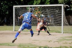 Lande de jogo entre as equipes do Sargento Supremo e RS Vila Farrapos, no campo da Redenção, em partida válida pela Copa Kaiser de Futebol Amador 2012.  FOTO: Jefferson Bernardes/Preview.com