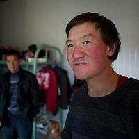 """LIQIAN, : Sun Jianjun, einer der """" Roemer"""" , nachdem er seine Tracht wieder abgelegt hat."""