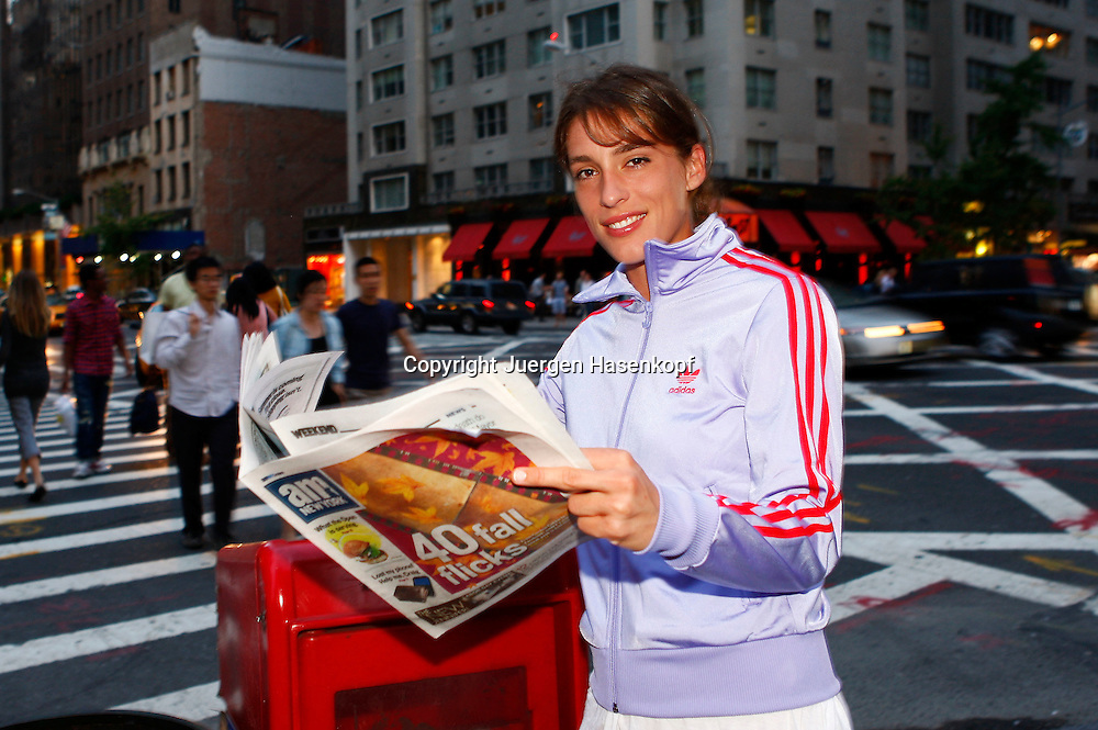 US Open 2010, USTA Billie Jean National Tennis.Center, New York,ITF Grand Slam Tennis Tournament . Tennis Profi Andrea Petkovic sightseeing  in New York City am Abend,privat,