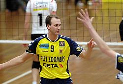 18-03-2006 VOLLEYBAL: PLAY OFF HALVE FINALE: PIET ZOOMERS D - HVA AMSTERDAM: APELDOORN<br /> Piet Zoomers wint de eerste van de vijf wedstrijden vrij eenvoudig met 3-0 / Twan van Kuijk<br /> Copyrights2006-WWW.FOTOHOOGENDOORN.NL
