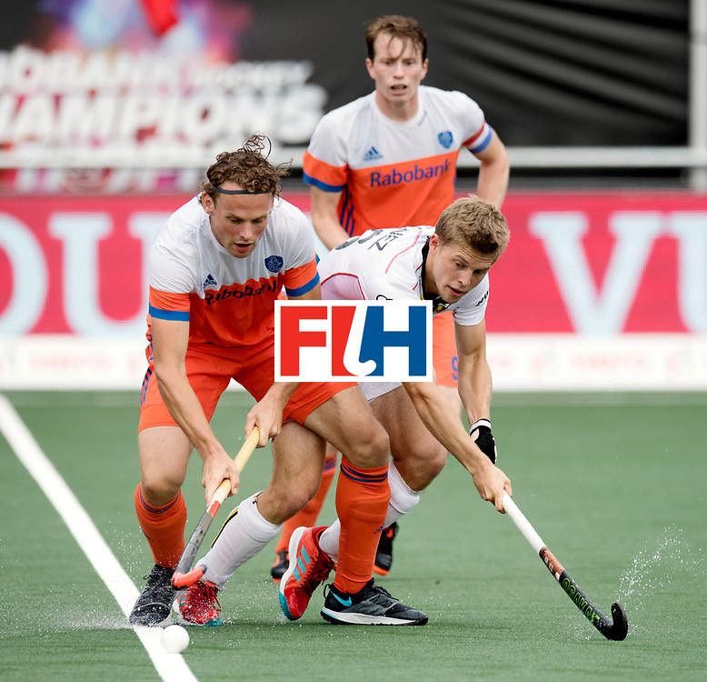 BREDA - Rabobank Hockey Champions Trophy<br /> The Netherlands - Belgium<br /> Photo: Bob de Voogd and Victor Wegnez.<br /> COPYRIGHT WORLDSPORTPICS FRANK UIJLENBROEK