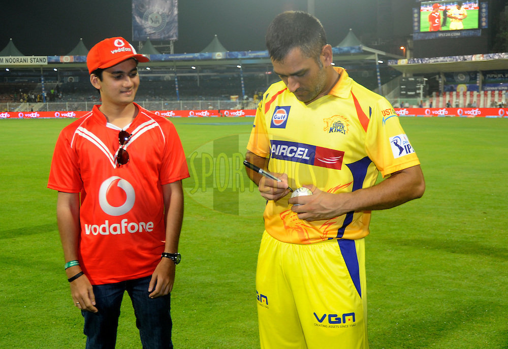 MS Dhoni captain of The Chennai Superkings signs the ball for the Vodafone winner during match 16 of the Pepsi Indian Premier League 2014 between the Delhi Daredevils and the Mumbai Indians held at the Sharjah Cricket Stadium, Sharjah, United Arab Emirates on the 27th April 2014<br /> <br /> Photo by Pal Pillai / IPL / SPORTZPICS