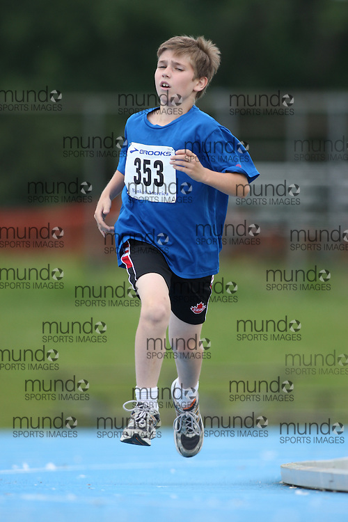 (Ottawa, Ontario---20/06/09)   Sean Walsh competing in the 800m at the 2009 Bank of America All-Champions Elementary School Track and Field Championship. www.mundosportimages.com / www.msievents.