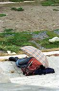 Roma  2004.Piazza Adriana.Senza fissa dimora dorme per la strada.Homeless sleeps on the street..