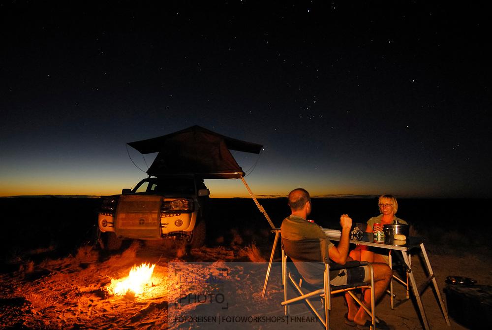 Touristen im Kgalagadi Transfrontier Park im Polentswa Camp