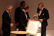 Prince Willem Alexander and maxima are in The Hague at the Royal Thaetre for the king Willem 1 price.<br /> <br /> Prins Willem Alexander en Maxima zijn in Den Haag in de Koninklijke Schouburg aanwezig bij de uitreiking van de Koning Willem 1 Prijs, de nationale ondernemingsprijs.<br /> <br /> On the photo / Op de foto:<br />  Zijne Koninklijke Hoogheid Willem Alexander reikt Koning Willem I Prijs 2006 uit aan ASML