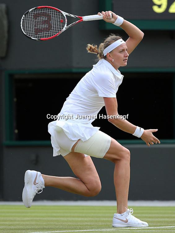 Wimbledon Championships 2014, AELTC,London,<br /> ITF Grand Slam Tennis Tournament,<br /> Petra Kvitova  (CZE),Aktion,Einzelbild,Ganzkoerper,Hochformat,