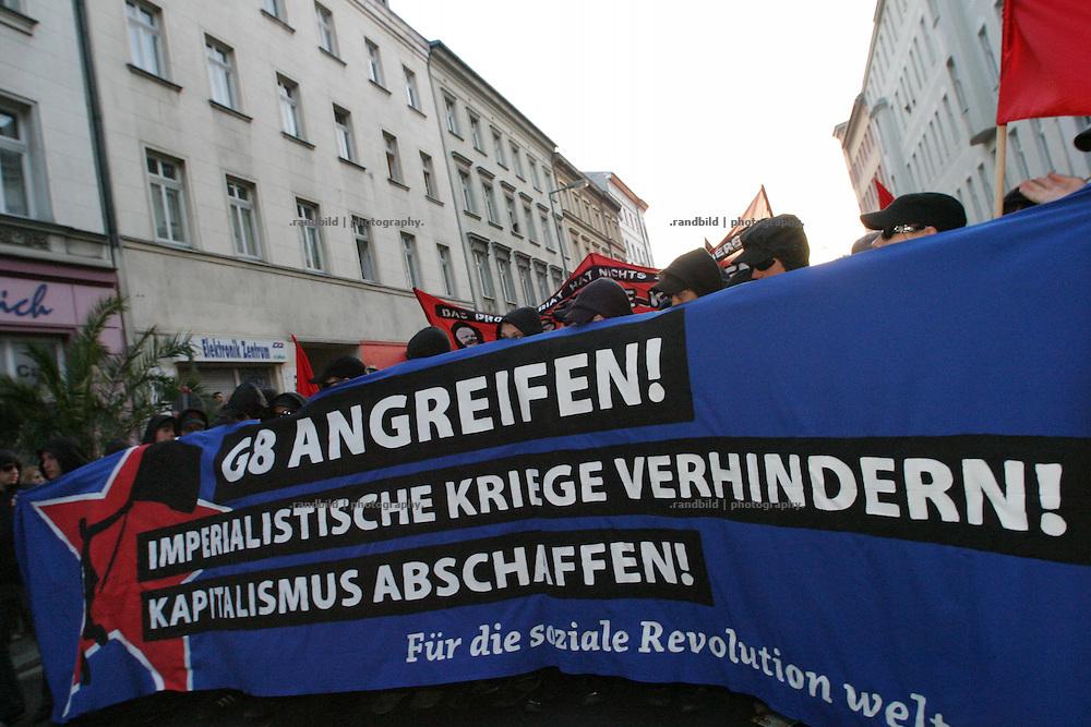 Eine Demonstration am 1.Mai in Berlin gegen den bevorstehenden G8-Gipfel in Heiligendamm. A Demonstration in Berlin against the forthcoming G8 conference in Heiligendamm