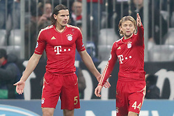 22.11.2011, Allianz Arena, Muenchen, UEFA CL, Gruppe A, GER, FC Bayern Muenchen (GER) vs FC Villarreal (ESP), im Bild Fehlersuche nach dem Tor zum 2-1 zwischen Daniel van Buyten (Bayern #5) und Anatoliy Tymoshchuk (Bayern #44)  //during the football match of UEFA Champions league, group a, between  FC Bayern Muenchen (GER)  vs.  FC Villarreal  (ESP) Gruppe A, on 2011/11/22 at Allianz Arena, Munich, Germany. EXPA Pictures © 2011, PhotoCredit: EXPA/ nph/ Straubmeier..***** ATTENTION - OUT OF GER, CRO *****