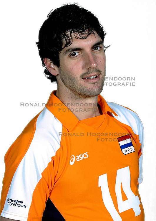 18-05-2010 VOLLEYBAL: NEDERLANDS HEREN VOLLEYBAL TEAM: CAPELLE AAN DE IJSSEL<br /> Reportage Nederlands volleybalteam mannen / Niels Klapwijk<br /> &copy;2010-WWW.FOTOHOOGENDOORN.NL