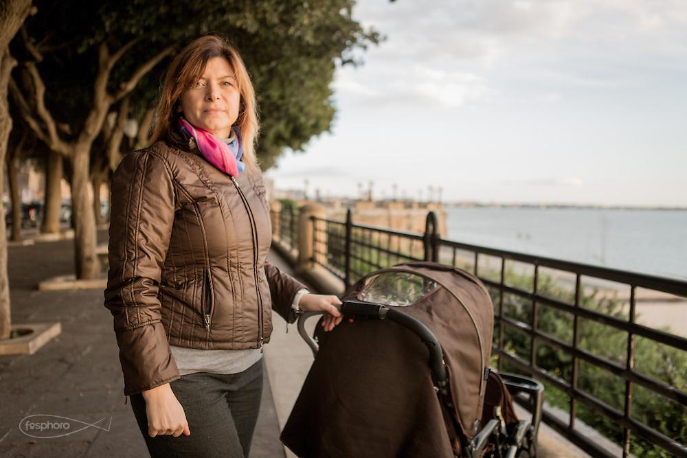Taranto, Feb. 2016 - Alessandra, madre di 4 figli, insegnante, fa parte del movimento dei Genitori Tarantini che si batte per la salute dei bambini.