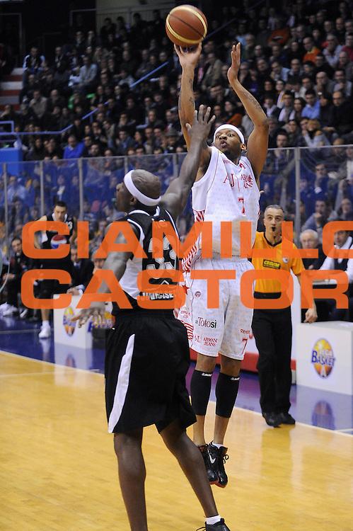 DESCRIZIONE : Milano Lega A 2009-10 Armani Jeans Milano Pepsi Caserta<br /> GIOCATORE : Mike Hall<br /> SQUADRA : Armani Jeans Milano<br /> EVENTO : Campionato Lega A 2009-2010 <br /> GARA : Armani Jeans Milano Pepsi Caserta<br /> DATA : 14/02/2010<br /> CATEGORIA : Tiro<br /> SPORT : Pallacanestro <br /> AUTORE : Agenzia Ciamillo-Castoria/A.Dealberto<br /> Galleria : Lega Basket A 2009-2010 <br /> Fotonotizia : Milano Campionato Italiano Lega A 2009-2010 Armani Jeans Milano Pepsi Caserta<br /> Predefinita :