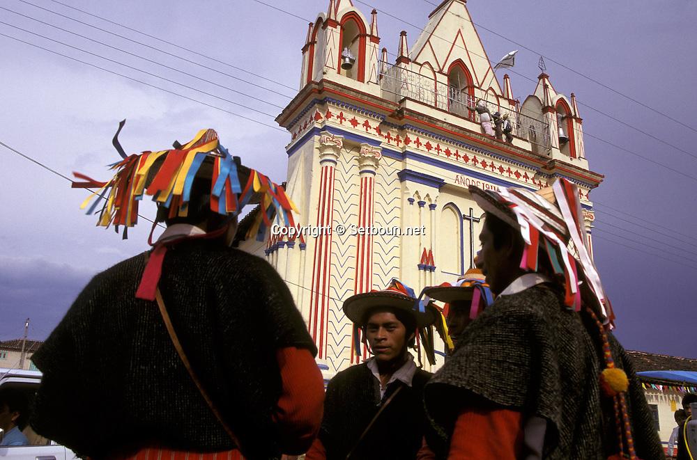 = Indians totziles in front Larainzar church  Chiapas  Mexico   /// indiens totziles devant église de Larainzar  Chiapas  Mexique  +