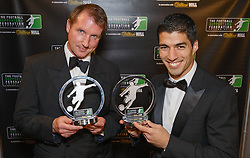 LONDON, ENGLAND - Monday, December 16, 2013: Liverpool's Luis Suarez with his Player of the Year Award and Daily Telegraph journalist Henry Winter with his Writer of the Year Award at the Football Supporters Federation Awards Night at the Emirates Stadium. (Pic by Steve Welsh/William Hill/Propaganda).