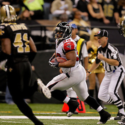 2009 November 02: Atlanta Falcons running back Michael Turner (33) runs past New Orleans Saints safety Darren Sharper (42) and safety Roman Harper (41) for a first quarter touchdown at the Louisiana Superdome in New Orleans, Louisiana.
