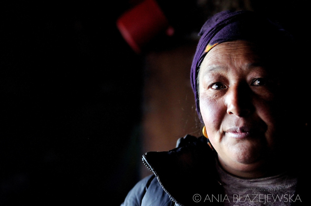 Nepal, Dingboche. Portrait of a Sherpa woman.
