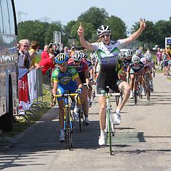 Laura van der Kamp (Dolmans) wint de omloop vna de Ijsseldelta voor Marlen Johrend (AA drink) en Janneke Kanis (Noordwesthoek)