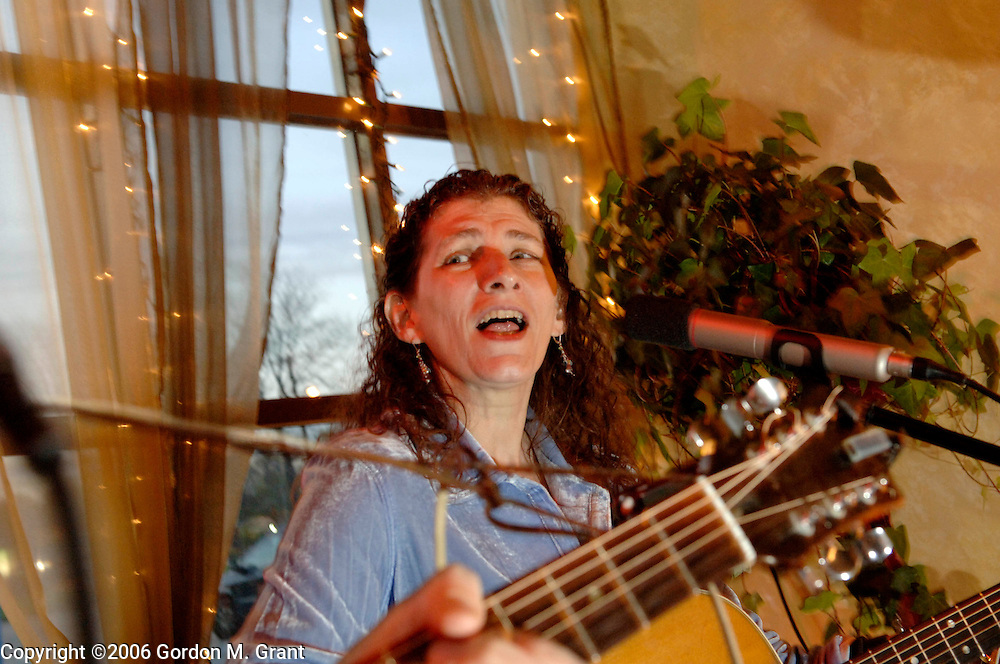 St. James, NY - 4/26/06 -   Martha Trachenberg, right, and her husband, Tom Griffith, left, perform at an open mike night at Cool Beanz coffee shop in St. James, NY April 26, 2006.     (Photo by Gordon M. Grant)
