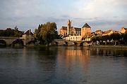 Moret-sur-Loing, River Loing, Seine-et-Marne, Ile de France, France