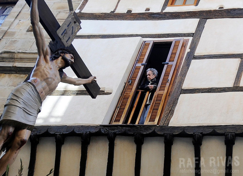 A woman looks at an image of Crucifixion during the Maundy Thursday procession on April 17, 2014 in the northern Spanish Basque village of Segura.   PHOTO/ RAFA RIVAS