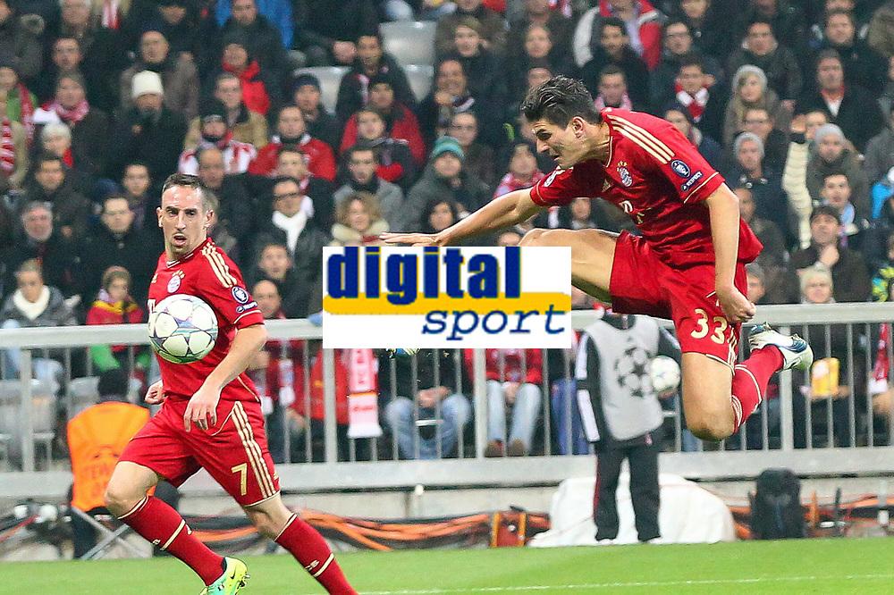 Il secondo gol di Mario GOMEZ Bayern<br /> Mario GOMEZ scores 2-0 goal<br /> 02.11.2011, Allianz Arena<br /> FC Bayern Monaco Vs Napoli<br /> Champions League<br /> Foto Insidefoto / Straubmeier
