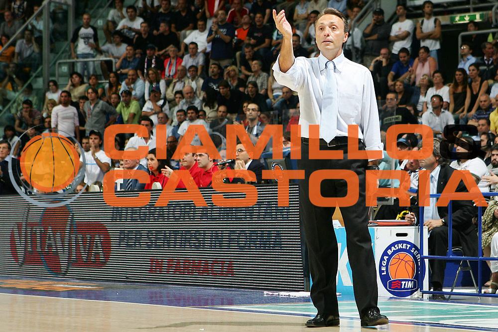 DESCRIZIONE : Bologna Lega A1 2005-06 Play Off Semifinale Gara 5 Climamio Fortitudo Bologna Carpisa Napoli <br /> GIOCATORE : Bucchi <br /> SQUADRA : Carpisa Napoli <br /> EVENTO : Campionato Lega A1 2005-2006 Play Off Semifinale Gara 5 <br /> GARA : Climamio Fortitudo Bologna Carpisa Napoli <br /> DATA : 11/06/2006 <br /> CATEGORIA : Delusione <br /> SPORT : Pallacanestro <br /> AUTORE : Agenzia Ciamillo-Castoria/S.Silvestri