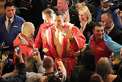 26.04.2015, Madison Square Garden, New York, USA, WBA, Wladimir Klitschko vs Bryant Jennings, im Bild alter und neuer Weltmeister im Boxen Schwergewicht Wladimir Klitschko winkt zu seinen Fans // during IBF, WBO and WBA world heavyweight title boxing fight between Wladimir Klitschko of Ukraine and Bryant Jennings of the USA at the Madison Square Garden in New York, United Staates on 2015/04/26. EXPA Pictures © 2015, PhotoCredit: EXPA/ Eibner-Pressefoto/ Kolbert<br /> <br /> *****ATTENTION - OUT of GER*****