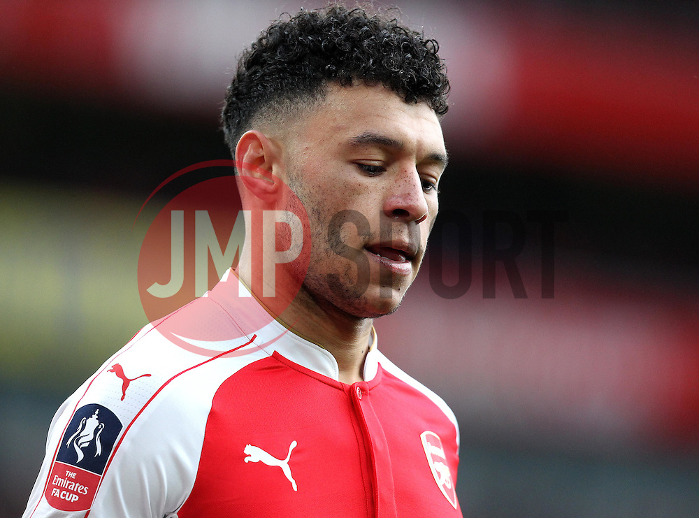 Alex Oxlade-Chamberlain of Arsenal - Mandatory byline: Robbie Stephenson/JMP - 30/01/2016 - FOOTBALL - Emirates Stadium - London, England - Arsenal v Burnley - FA Cup Forth Round