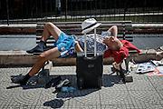 Un uomo riposa su una panchina a pochi metri dal Vaticano, Roma 7 luglio 2016. Christian Mantuano / OneShot<br /> <br /> A man rests on bench near the Vatican, Rome 7, july 2106.Christian Mantuano / OneShot