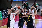 DESCRIZIONE : Varese FIBA Eurocup 2015-16 Openjobmetis Varese Telenet Ostevia Ostende<br /> GIOCATORE : Ovidijus Varanauskas<br /> CATEGORIA : Curiosita<br /> SQUADRA : Openjobmetis Varese<br /> EVENTO : FIBA Eurocup 2015-16<br /> GARA : Openjobmetis Varese - Telenet Ostevia Ostende<br /> DATA : 28/10/2015<br /> SPORT : Pallacanestro<br /> AUTORE : Agenzia Ciamillo-Castoria/M.Ozbot<br /> Galleria : FIBA Eurocup 2015-16 <br /> Fotonotizia: Varese FIBA Eurocup 2015-16 Openjobmetis Varese - Telenet Ostevia Ostende