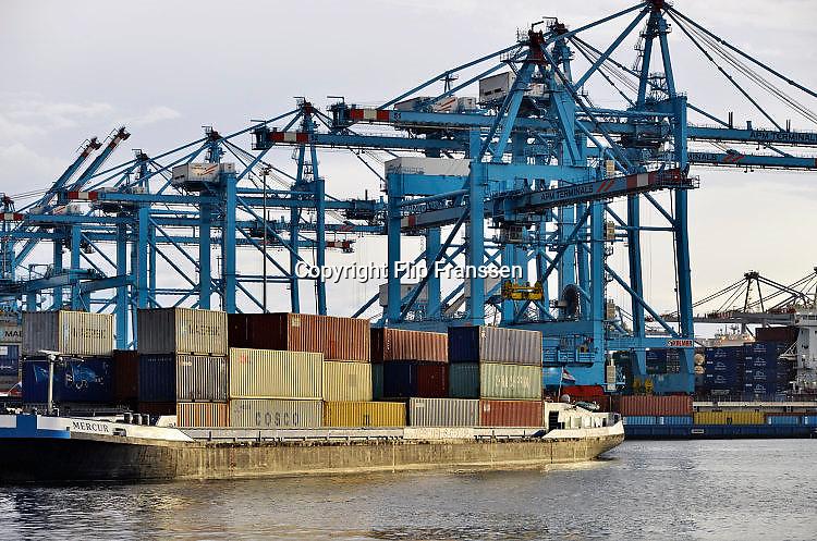 Nederland, the Netherlands, Rotterdam, 12-5-2017Containeroverslag in de rotterdamse haven op de 2e maasvlakte, bij APM terminal, terminals.Foto: Flip Franssen
