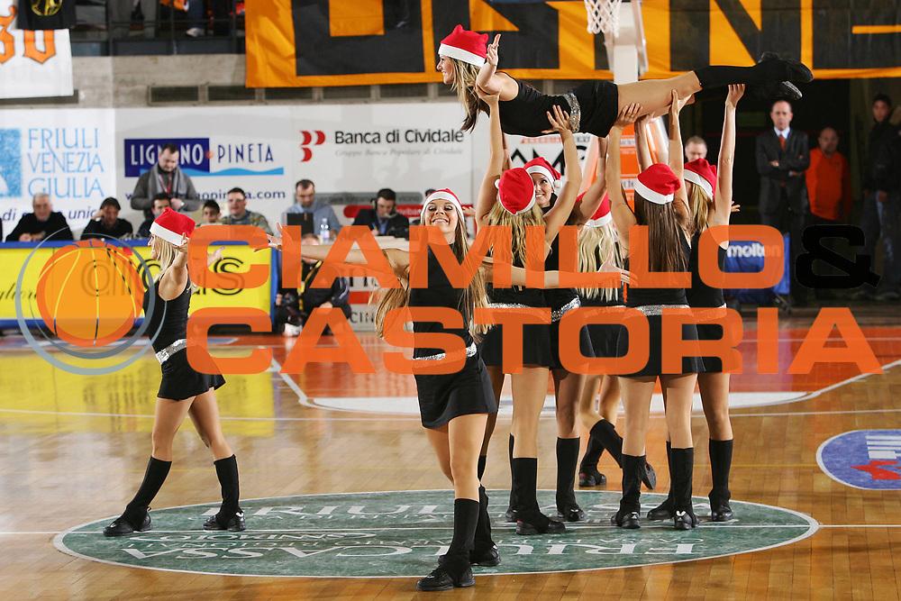 DESCRIZIONE : Udine Lega A1 2005-06 Snaidero Udine Caffe Maxim Virtus Bologna <br /> GIOCATORE : Cheerleaders Dragon Ladies <br /> SQUADRA : Snaidero Udine <br /> EVENTO : Campionato Lega A1 2005-2006 <br /> GARA : Snaidero Udine Caffe Maxim Virtus Bologna <br /> DATA : 30/12/2005 <br /> CATEGORIA : <br /> SPORT : Pallacanestro <br /> AUTORE : Agenzia Ciamillo-Castoria/S.Silvestri