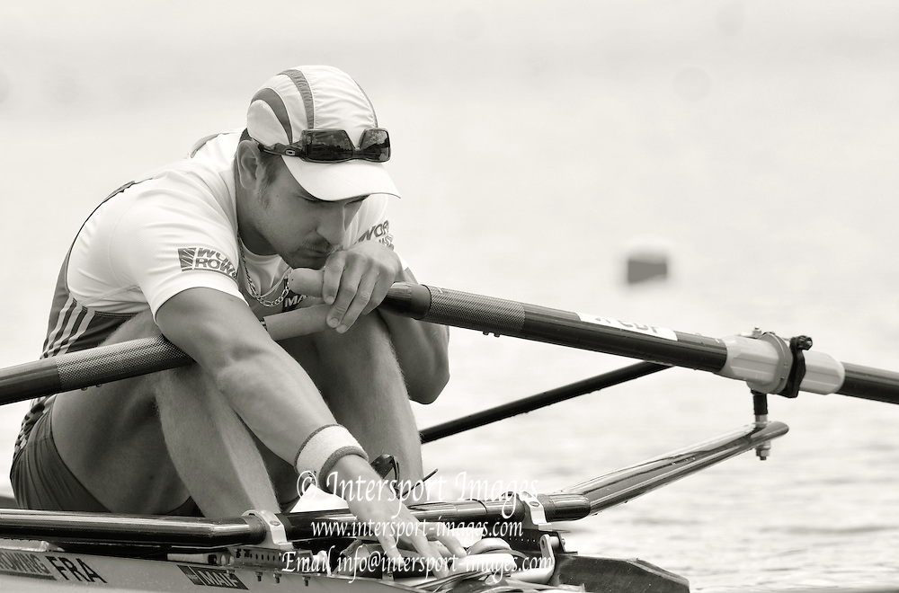 Hamilton, NEW ZEALAND.   FRA M1X Pierre-Jean PELTIER, moves away from the start in his heat of the men's single sculls. 2010 World Rowing Championship on Lake Karapiro Monday 01.11.2010. [Mandatory Credit Peter Spurrier:Intersport Images].