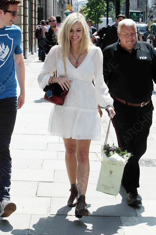 09.AUGUST.2012. LONDON<br /> <br /> FEARNE COTTON LEAVING THE BBC RADIO ONE STUDIO IN LONDON AFTER YESTERDAY ANOUNCING THAT SHE IS EXPECTING WITH HER FIRST CHILD WITH BOYFRIEND JESSE WOOD.<br /> <br /> BYLINE: EDBIMAGEARCHIVE.CO.UK<br /> <br /> *THIS IMAGE IS STRICTLY FOR UK NEWSPAPERS AND MAGAZINES ONLY*<br /> *FOR WORLD WIDE SALES AND WEB USE PLEASE CONTACT EDBIMAGEARCHIVE - 0208 954 5968*