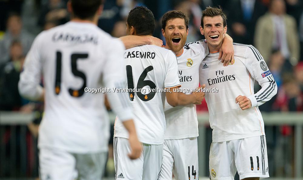Daniel Carvajal, Casemiro, Xabi Alonso and Gareth Bale celebrate. UEFA Champions League semifinal -  FC Bayern Munich v Real Madrid. Football Arena Munich, 29 April 2014. Photo: Sven Hoppe/dpa