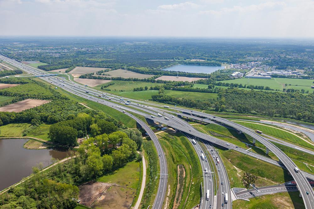 Nederland, Noord-Brabant, Eindhoven, 27-05-2013; Randweg Eindhoven. Knooppunt De Hogt, verkeersknooppunt, aansluiting autosnelweg A2 en autoweg N2 op de A67. A2 buigt af naar het oosten, A 67 komt van rechts. Kenmerkend zijn de fly-overs, ook over het riviertje De Dommel.<br /> View on traffic junction De Hogt near Eindhoven, A67 connecting one of the main motorways of the Netherlands: A2 and crossing the river Dommel. <br /> luchtfoto (toeslag op standard tarieven);<br /> aerial photo (additional fee required);<br /> copyright foto/photo Siebe Swart.
