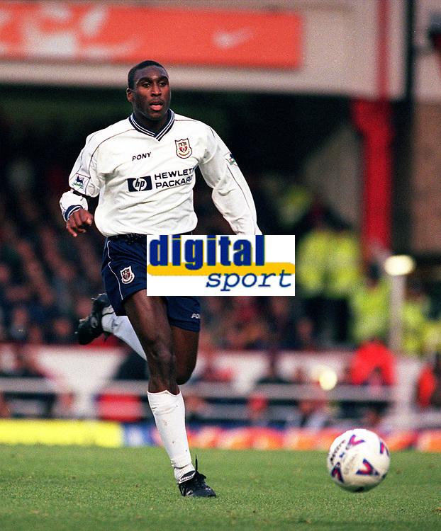 Sol Campbell (Spurs). Arsenal v Tottenham Hotspur, 14/11/1998. Football 1998/9. Credit: Colorsport / Paul Roberts