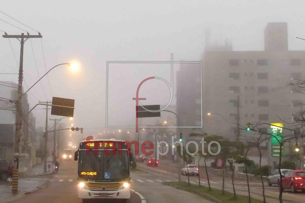 Porto Alegre, RS, 28/07/2015 - Dia, que inicia com forte neblina, nesta manha em Porto Alegre. O dia promete abrir e chegar até 24graus. Agora 15 graus. Foto: Luciano Leon/Raw Image/Frame