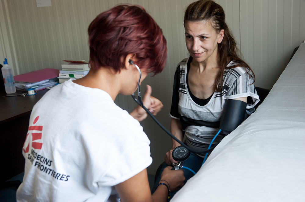 Aysha, 40 yo from Aleppo, Syria being examined by MSF nurse  at the medical centre in Kara Tepe camp.