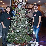 NLD/Hilversum/20121207 - Skyradio Christmas Tree, Jan Kooijman en Ish Ait Hamou bij hun kerstboom