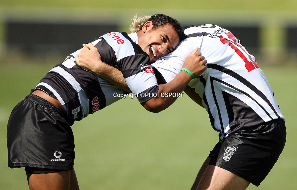Cooper Vuna and Micheal Luck tussle during the Warriors training session held at Albany Stadium, Aucklalnd, on Thursday 9 February, 2006. Photo: Andrew Cornaga/PHOTOSPORT<br />