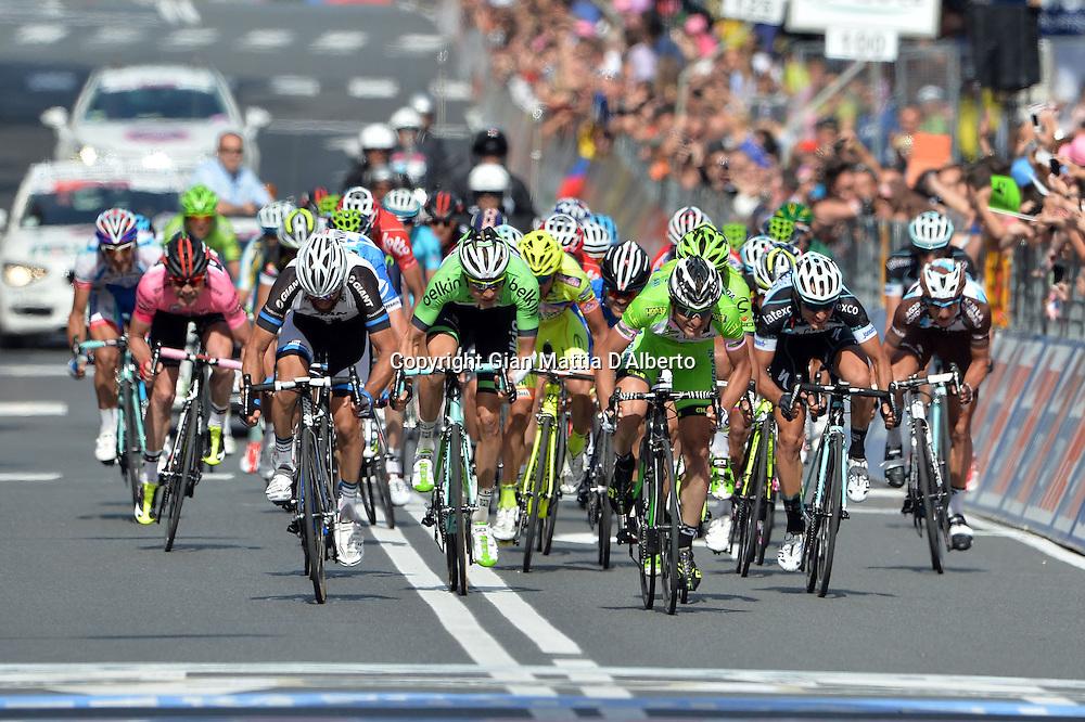 Gian Mattia D'Alberto / lapresse<br /> 21-05-2014 Savona<br /> sport  ciclismo<br /> Giro d'Italia 2014<br /> tappa  11 Collecchio - Savona<br /> nella foto: la volata del gruppo della maglia rosa<br /> <br /> Gian Mattia D'Alberto / lapresse<br /> 21-05-2014 Savona<br /> Giro d'Italia 2014<br /> stage   11 Collecchio - Savona<br /> in the photo: the maglia rosa's group arriving in Savona