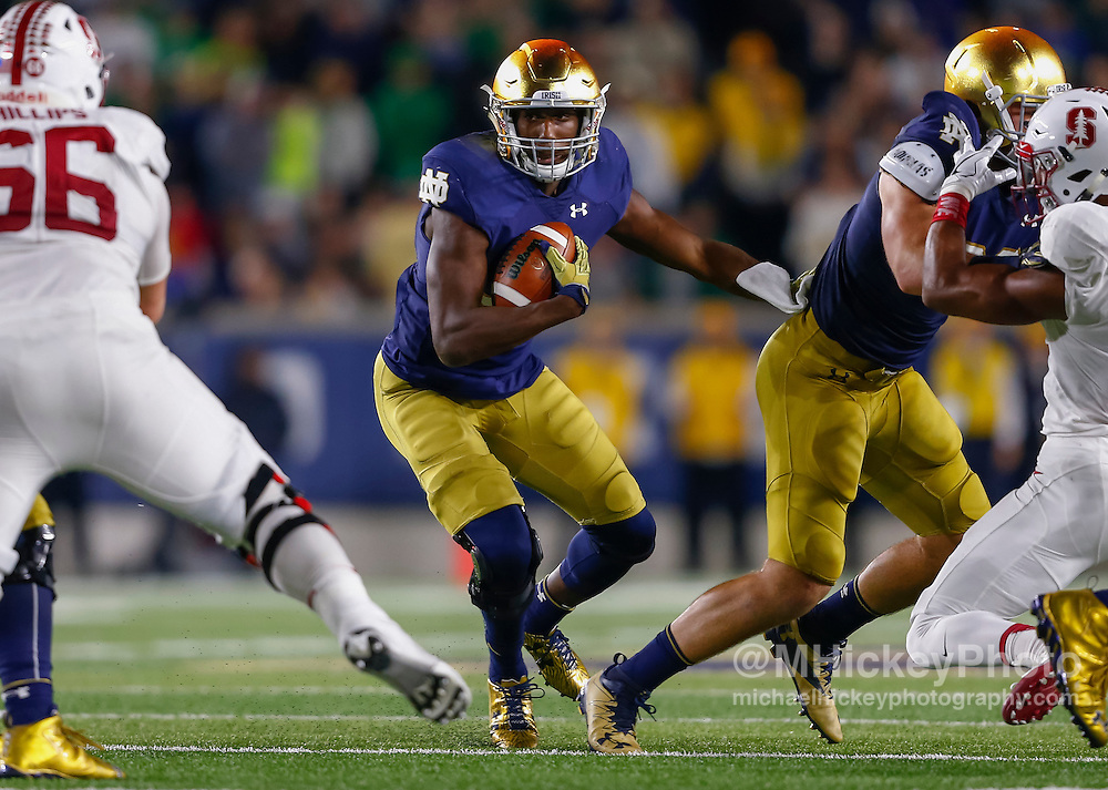 SOUTH BEND, IN - OCTOBER 15: Josh Adams #33 of the Notre Dame Fighting Irish runs the ball against the Stanford Cardinal at Notre Dame Stadium on October 15, 2016 in South Bend, Indiana. Stanford defeated Notre Dame 17-10. (Photo by Michael Hickey/Getty Images) *** Local Caption *** Josh Adams