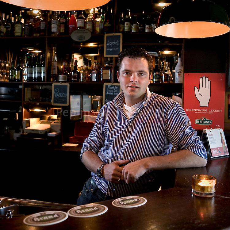 Cafe de Klikspaan Rabenhauptstraat Groningen. Guido Waalkens . foto: Pepijn van den Broeke.