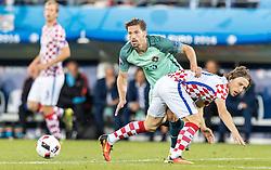 25.06.2016, Stade Bollaert Delelis, Lens, FRA, UEFA Euro 2016, Kroatien vs Portugal, Achtelfinale, im Bild Adrien Silva (POR), Luka Modric (CRO) // Adrien Silva (POR), Luka Modric (CRO) during round of 16 match between Croatia and Portugal of the UEFA EURO 2016 France at the Stade Bollaert Delelis in Lens, France on 2016/06/25. EXPA Pictures © 2016, PhotoCredit: EXPA/ JFK